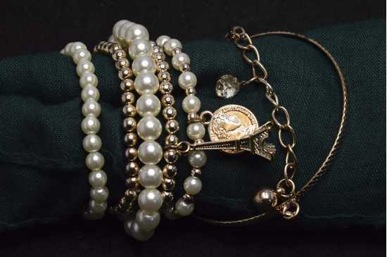 100 Degreez Golden & White Bracelet for Women