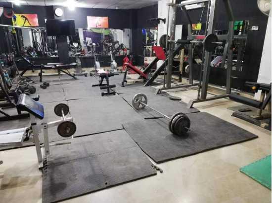 Gym floor mats  Waterproof Anti Slip Black Length 6ft Width 4ft Thickness 28mm